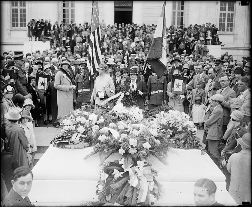 Gold Star Mothers at the Tomb of the Unknown Soldier, 1927. Photo from Library of Congress.