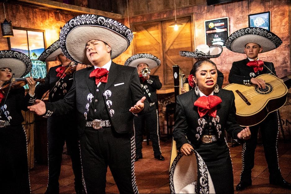 Mariachi Herencia de Mexico performing